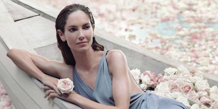 canci n del anuncio adolfo dominguez agua de rosas
