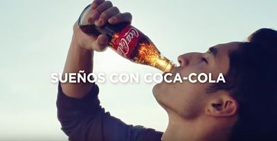 anuncio coca cola siente el sabor